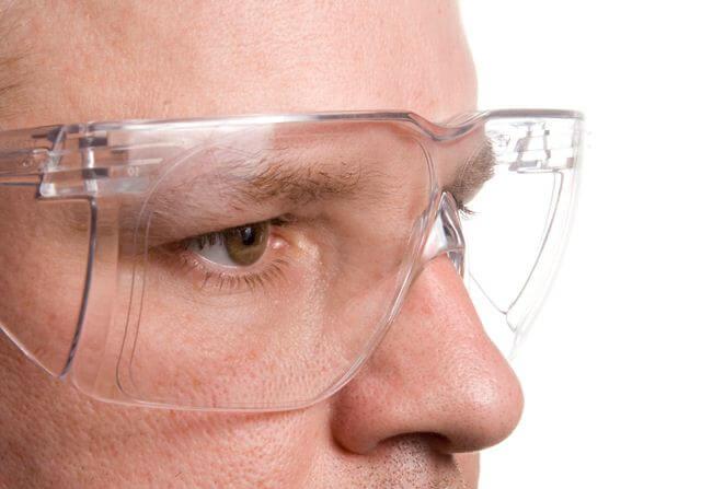Os óculos de proteção (mutualmente chamados também de óculos de segurança)  são equipamentos essenciais, utilizados em inúmeras atividades  profissionais, ... 67417d42db